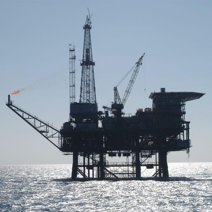 Oil_platform_091756.3-lg